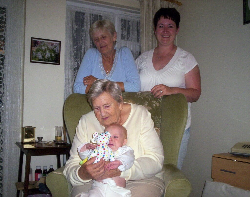 Left Aunty Cyndy, Middle Nan, right Cyndy's daughter Janine