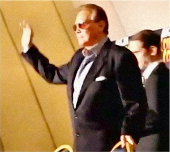 Lee Majors waving