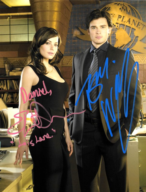 Signed photo of Tom Welling and Erica Durance in the Daily Planet Office