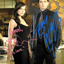 Signed photo of Tom Welling and Erica Durance in the Daily Planet Offic