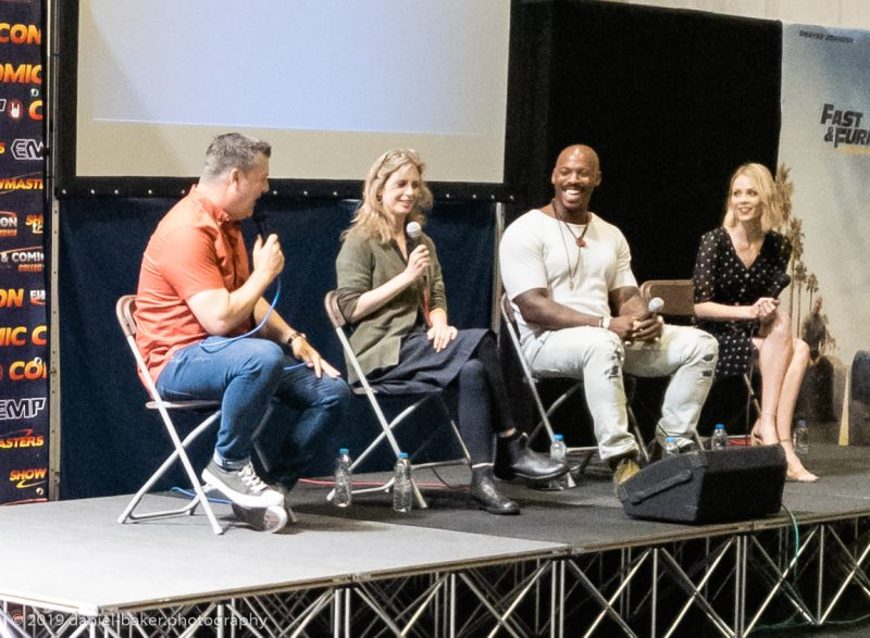 Helen Slater, Mehcad Brooks and Laura Vandervoort at the Supergirl panel during Collectormania 26