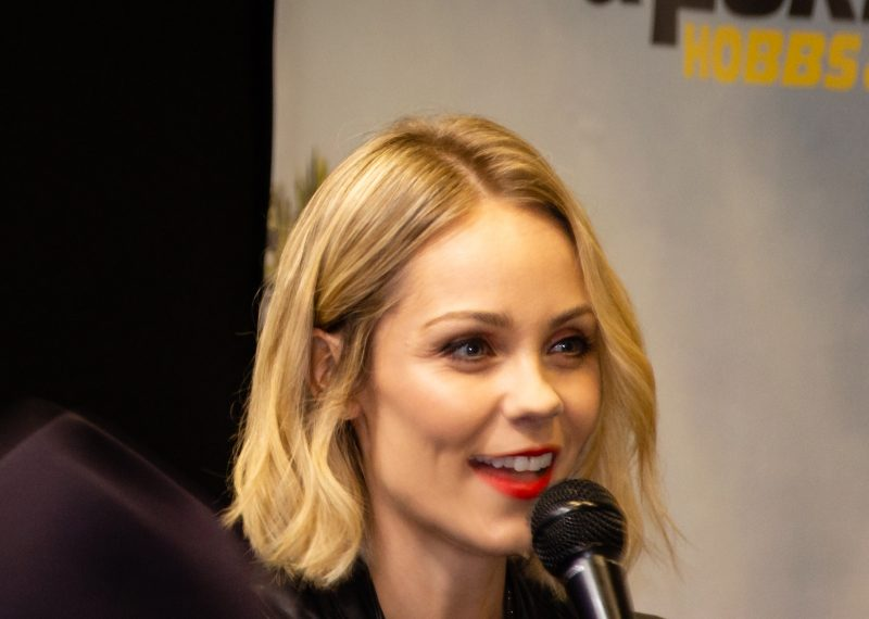 Close up of Laura Vandervoort on a panel at Collectormania 26