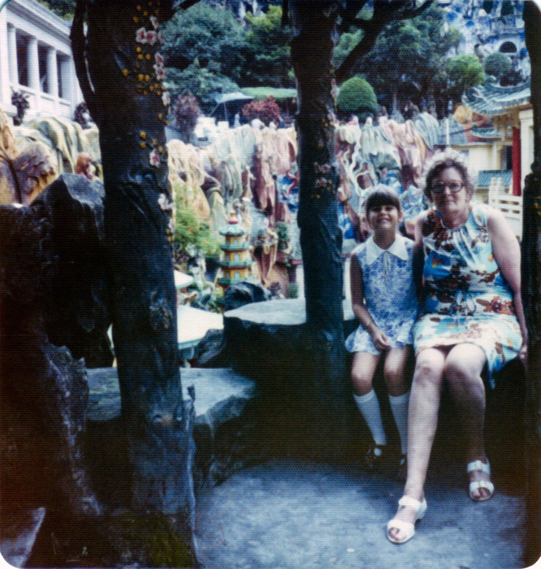 Tiger Balm Garden Hong Kong Donna Olive